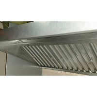 Монтаж на крайстенен кухненски чадър